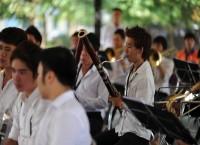 Thú vị dàn nhạc trẻ biểu diễn nghệ thuật đường phố