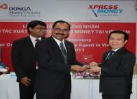 "DongA Money Transfer - DongA Bank receives ""Xpress Money's Excellent partner in Vietnam Award -2011"""