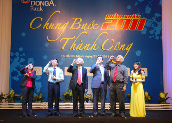 """DONGA BANK ORGANIZING A GRATEFUL PARTY """"TOGETHER SHARING OF SUCCESS """""""