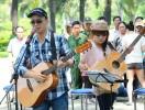 Thái Trinh biểu diễn nghệ thuật đường phố