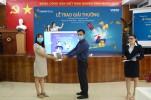 """DongA Bank trao giải cho khách hàng may mắn đạt giải trong chương trình """"Nạp tiền sành điệu – Nhận quà hàng hiệu"""""""