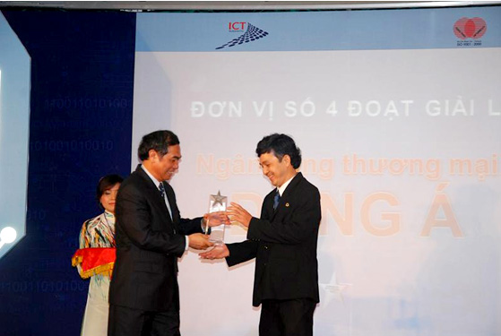 DongA Bank wining the prize of HCMC Information Technology - Communication 2011