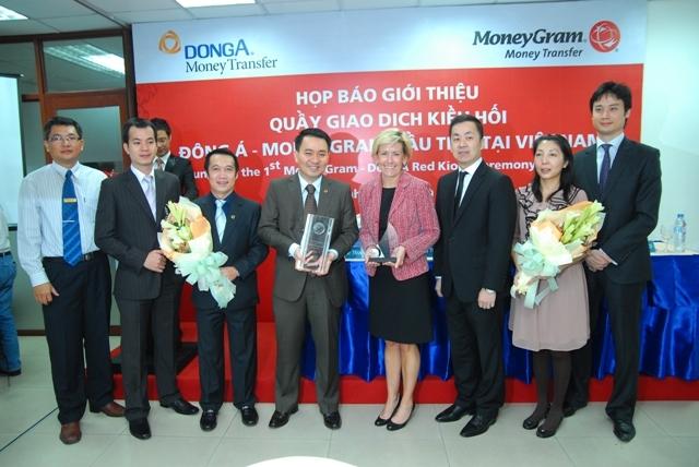 DONGA BANK AND MONEYGRAM CORPORATING TO DEVELOP FIRST TRANSACTION DESK  OF DONGA - MONEYGRAM  IN VIETNAM